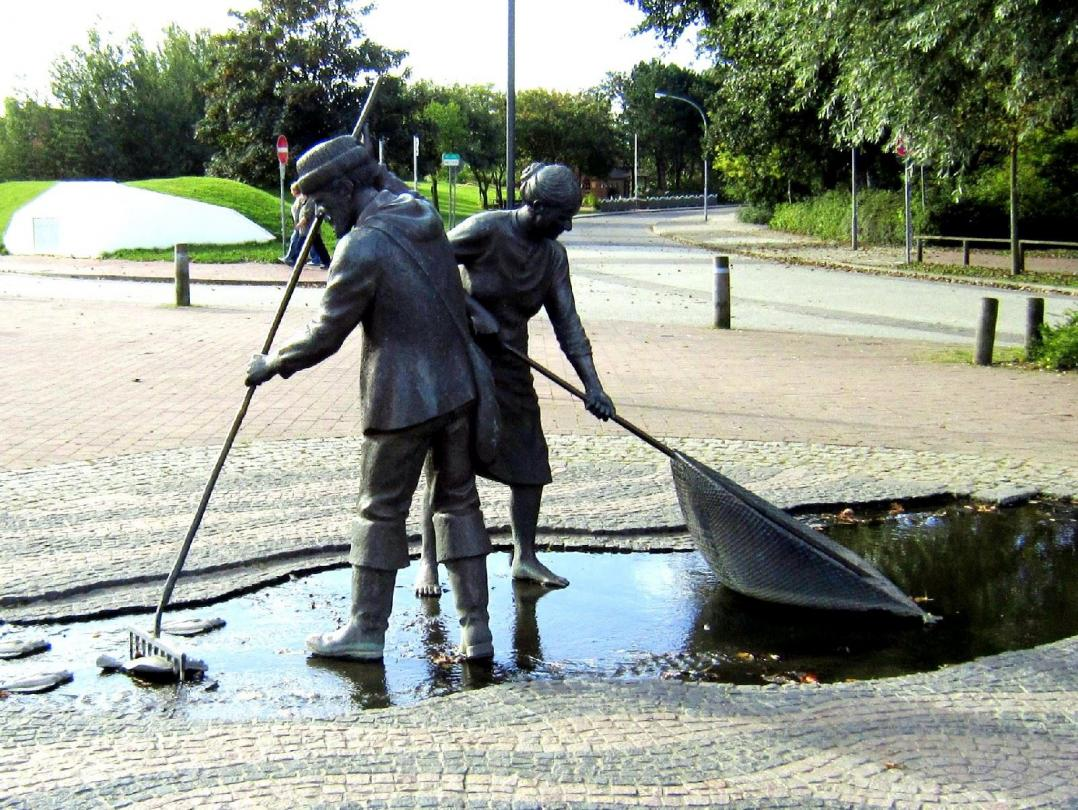 """Jan und Gret""  bronzene Figurengruppe in St. Peter-Ording"